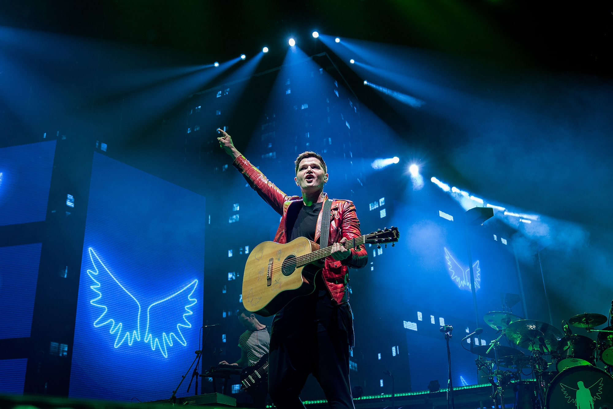 peter-neill-sony-alpha-7RIII-the-script-lead-singer-with-gibson-acoustic-in-concert